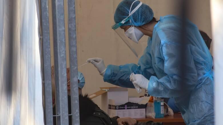 Κορωνοϊός: Στο επίκεντρο της πανδημίας Αττική και Θεσσαλονίκη - Ανησυχία για Λάρισα και Σέρρες