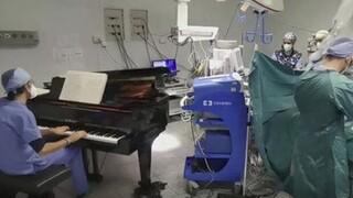 Ιταλία: Γιατρός έπαιζε πιάνο κατά τη διάρκεια επέμβασης αφαίρεσης όγκου σε 10χρονο