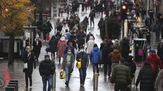 Κορωνοϊός: Ρεκόρ θανάτων στη Βρετανία, πάνω από 2 εκατ. κρούσματα μετρά η Γαλλία