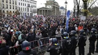 Γερμανία: Χιλιάδες διαδηλώνουν κατά της ενίσχυσης των εξουσιών της κυβέρνησης για lockdown