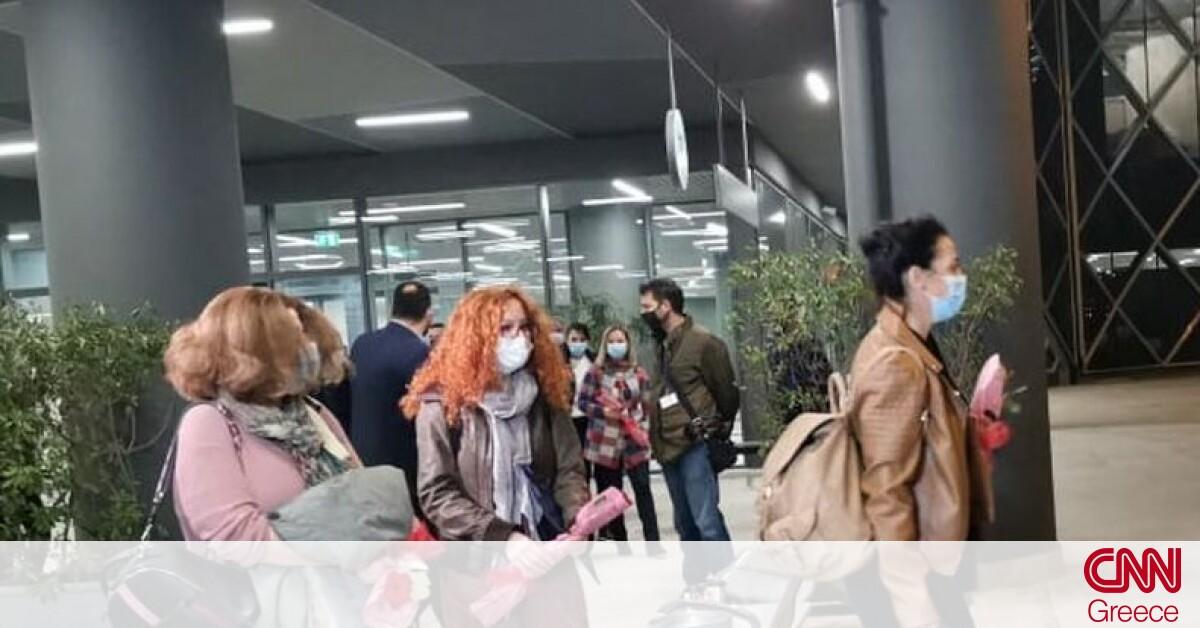 Στη Θεσσαλονίκη οι νοσηλεύτριες από την Κρήτη – Τις υποδέχθηκαν με τριαντάφυλλα