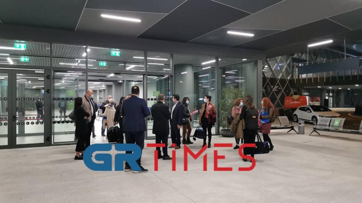 https://cdn.cnngreece.gr/media/news/2020/11/19/243383/photos/snapshot/nosileytries1.jpg