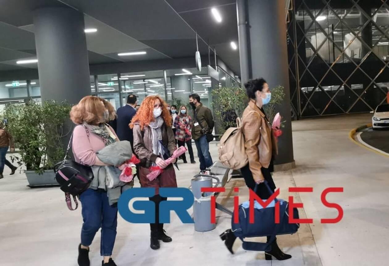 https://cdn.cnngreece.gr/media/news/2020/11/19/243383/photos/snapshot/nosileytries5.jpg