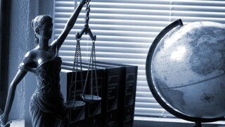 Βρούτσης: Έκτακτο επίδομα σε δικηγόρους, μηχανικούς και οικονομολόγους