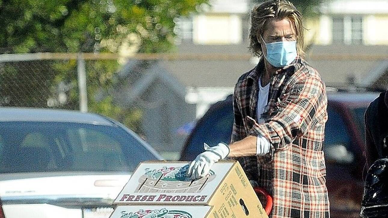 Μπραντ Πιτ: Μoιράζει τρόφιμα σε άπορους στο Λος Άντζελες (pics)
