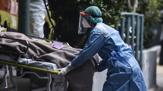 «Το τρίτο κύμα φοβάμαι»: Δραματική έκκληση για βοήθεια από το διευθυντή ΜΕΘ του «Παπανικολάου»