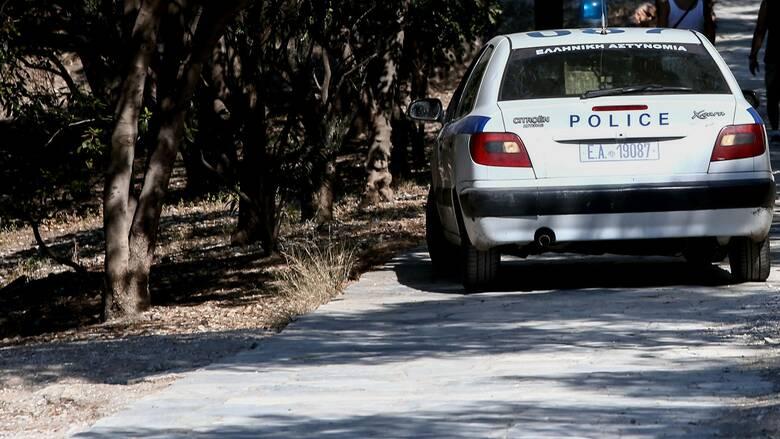 Καισαριανή: Άγνωστοι παρίσταναν τους αστυνομικούς και λήστεψαν 49χρονο στο πάρκο