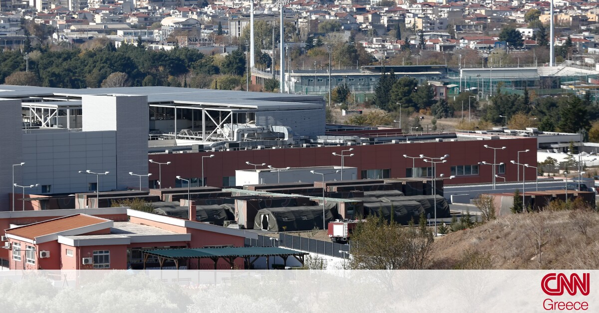 Θεσσαλονίκη: Στήθηκε υπαίθριο νοσοκομείο στο πάρκινγκ του 424 Στρατιωτικού Νοσοκομείου