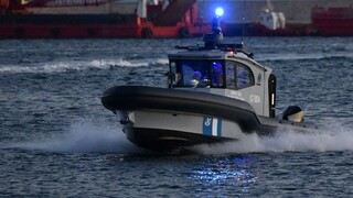 Ρόδος: Σορός άνδρα εντοπίστηκε κοντά σε ημιβυθισμένο σκάφος που μετέφερε μετανάστες και πρόσφυγες