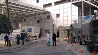 Κορωνοϊός: Ο στρατός στήνει σκηνές στο Νοσοκομείο Βόλου για τεστ και βραχείες νοσηλείες