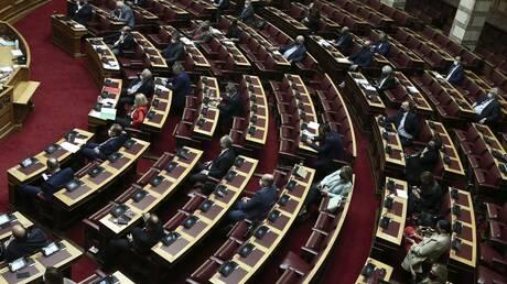Στη Βουλή το νομοσχέδιο για το λαθρεμπόριο - Τι προβλέπει για τα τέλη κυκλοφορίας