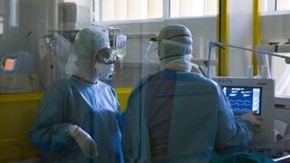 Μητσοτάκης: Αορίστου χρόνου όλοι οι γιατροί στις ΜΕΘ