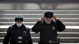 Αγία Πετρούπολη: Παραδόθηκε ο ένοπλος με τσεκούρι που κρατούσε τα έξι παιδιά του ομήρους