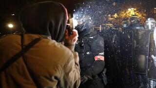 Βίαιη απομάκρυνση προσφύγων από το κέντρο του Παρισιού