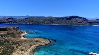 Ποιοι ελληνικοί προορισμοί «φιγουράρουν» στις πρώτες θέσεις λιστών μεγάλων ταξιδιωτικών οδηγών