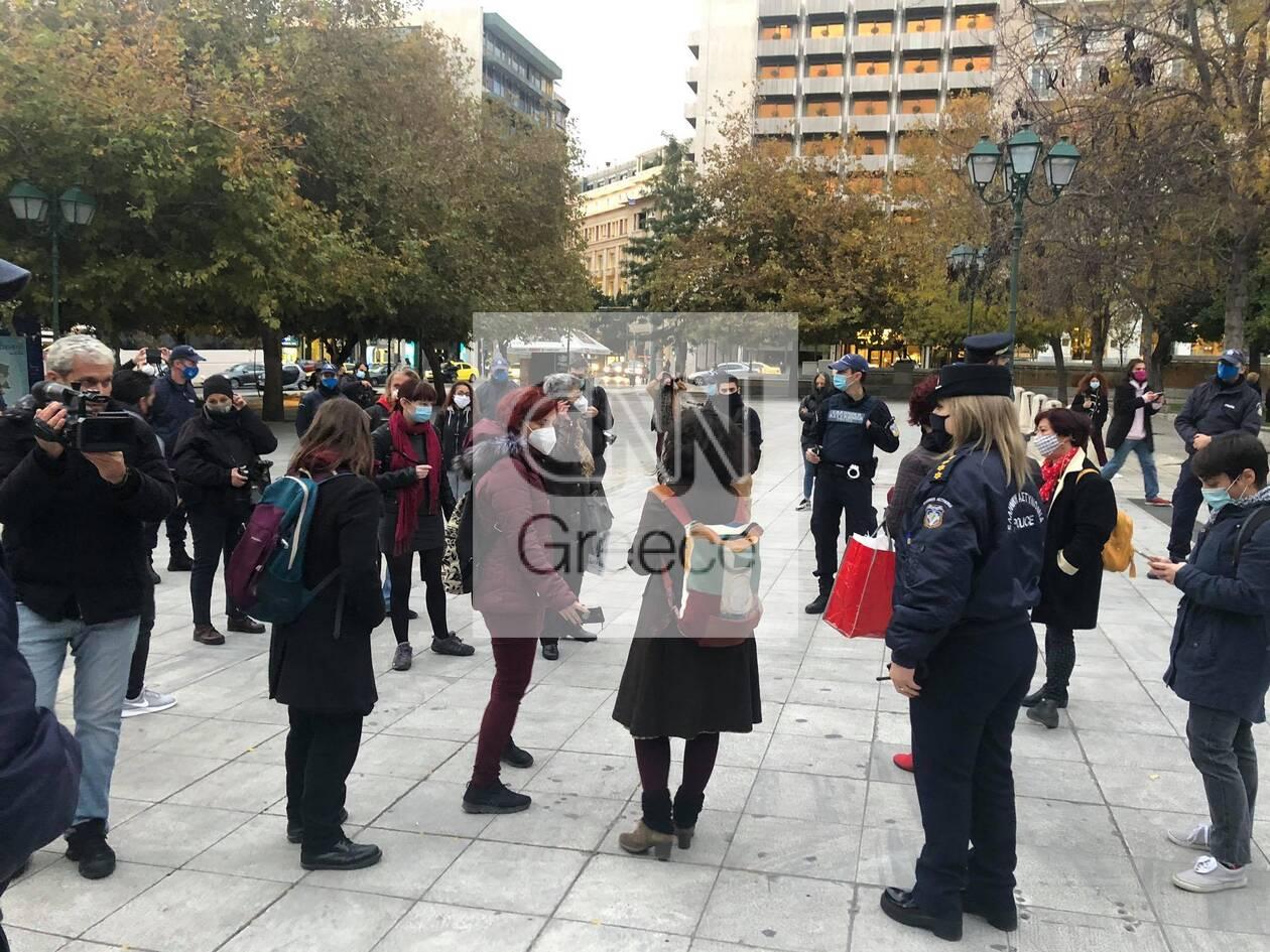 https://cdn.cnngreece.gr/media/news/2020/11/25/244331/photos/snapshot/syntagma-sygkentrosi-1.jpg