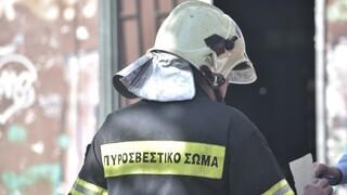 Συναγερμός στη πυροσβεστική για άτομο που καταπλακώθηκε από δομικά υλικά