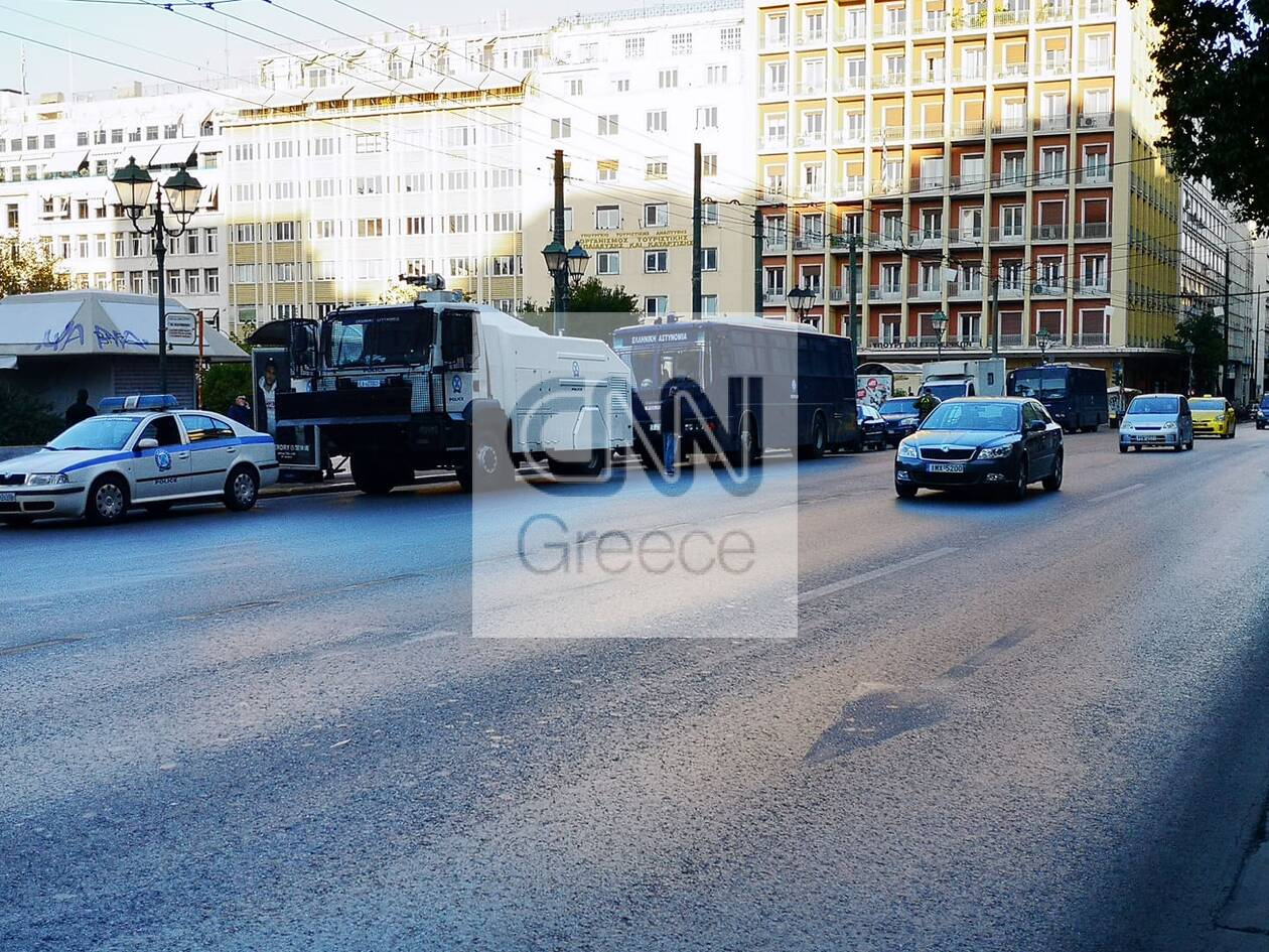 https://cdn.cnngreece.gr/media/news/2020/11/26/244392/photos/snapshot/astynomia-kentro-athinas-apergia-1.jpg