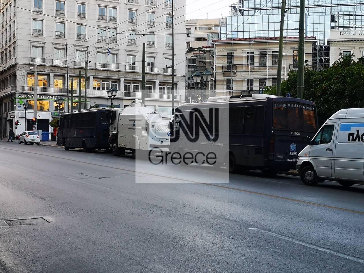 https://cdn.cnngreece.gr/media/news/2020/11/26/244392/photos/snapshot/astynomia-kentro-athinas-apergia-2.jpg