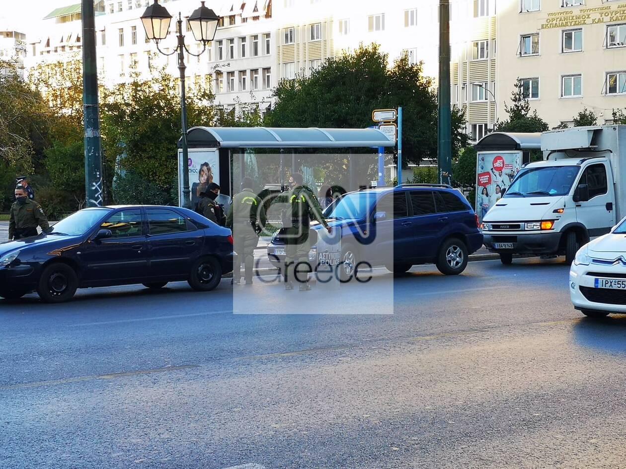 https://cdn.cnngreece.gr/media/news/2020/11/26/244392/photos/snapshot/astynomia-kentro-athinas-apergia-3.jpg