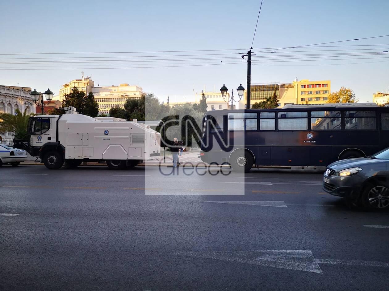 https://cdn.cnngreece.gr/media/news/2020/11/26/244392/photos/snapshot/astynomia-kentro-athinas-apergia-4.jpg