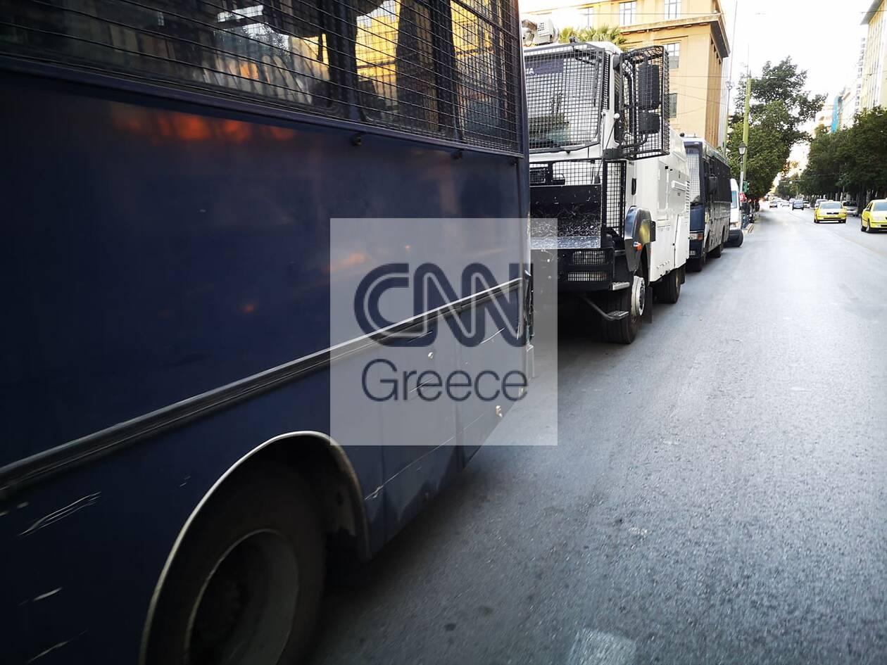 https://cdn.cnngreece.gr/media/news/2020/11/26/244392/photos/snapshot/astynomia-kentro-athinas-apergia-5.jpg