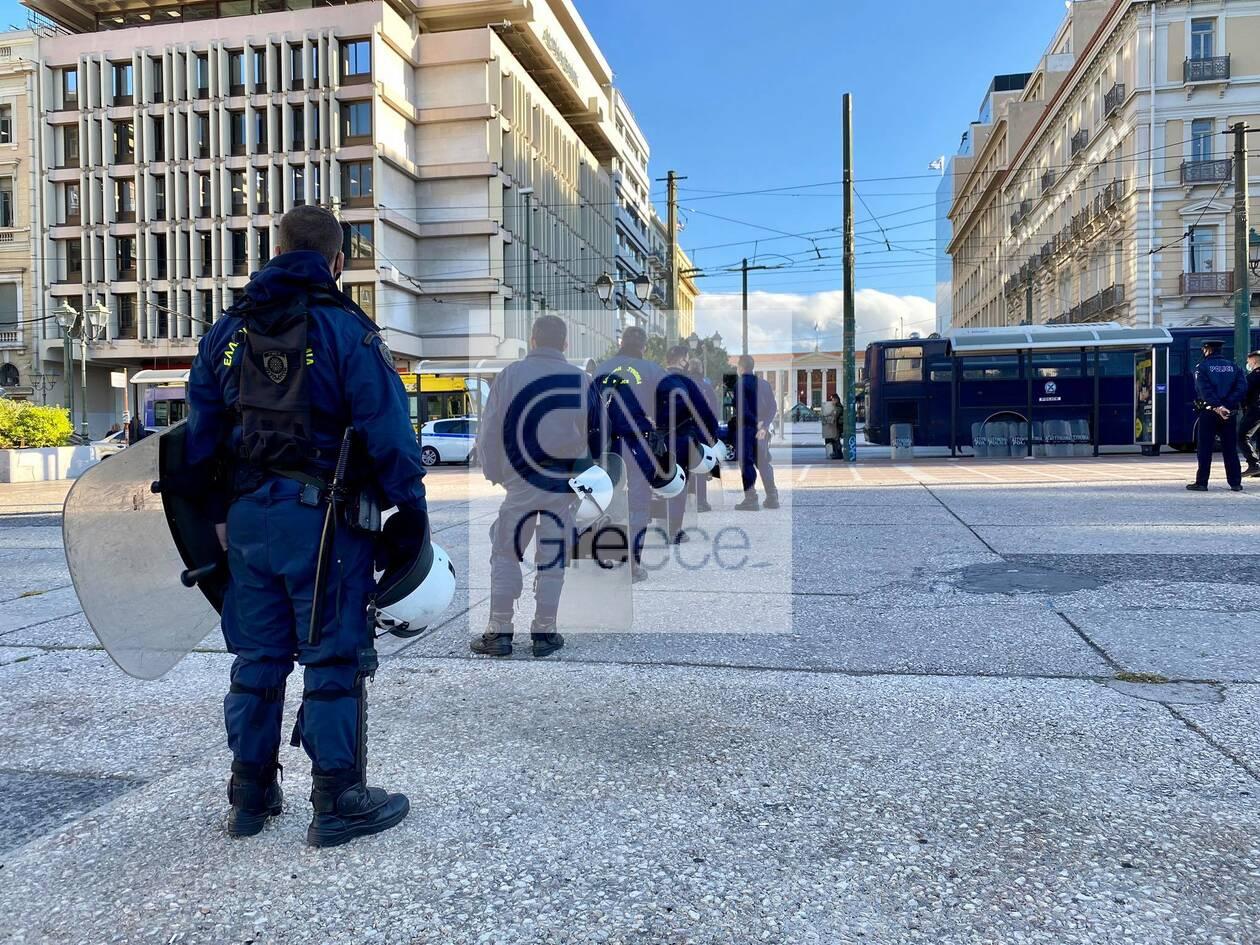 https://cdn.cnngreece.gr/media/news/2020/11/26/244392/photos/snapshot/kentro-athinas-astynomia-apergia-1.jpg