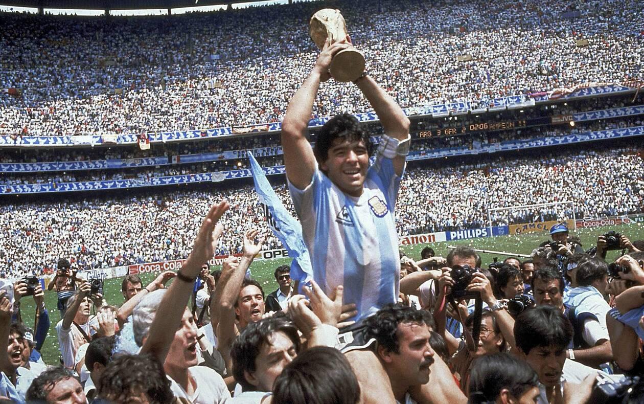 https://cdn.cnngreece.gr/media/news/2020/11/26/244402/photos/snapshot/maradona-1986-67.jpg
