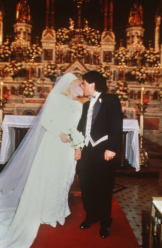 https://cdn.cnngreece.gr/media/news/2020/11/26/244402/photos/snapshot/maradona-1989-64.jpg