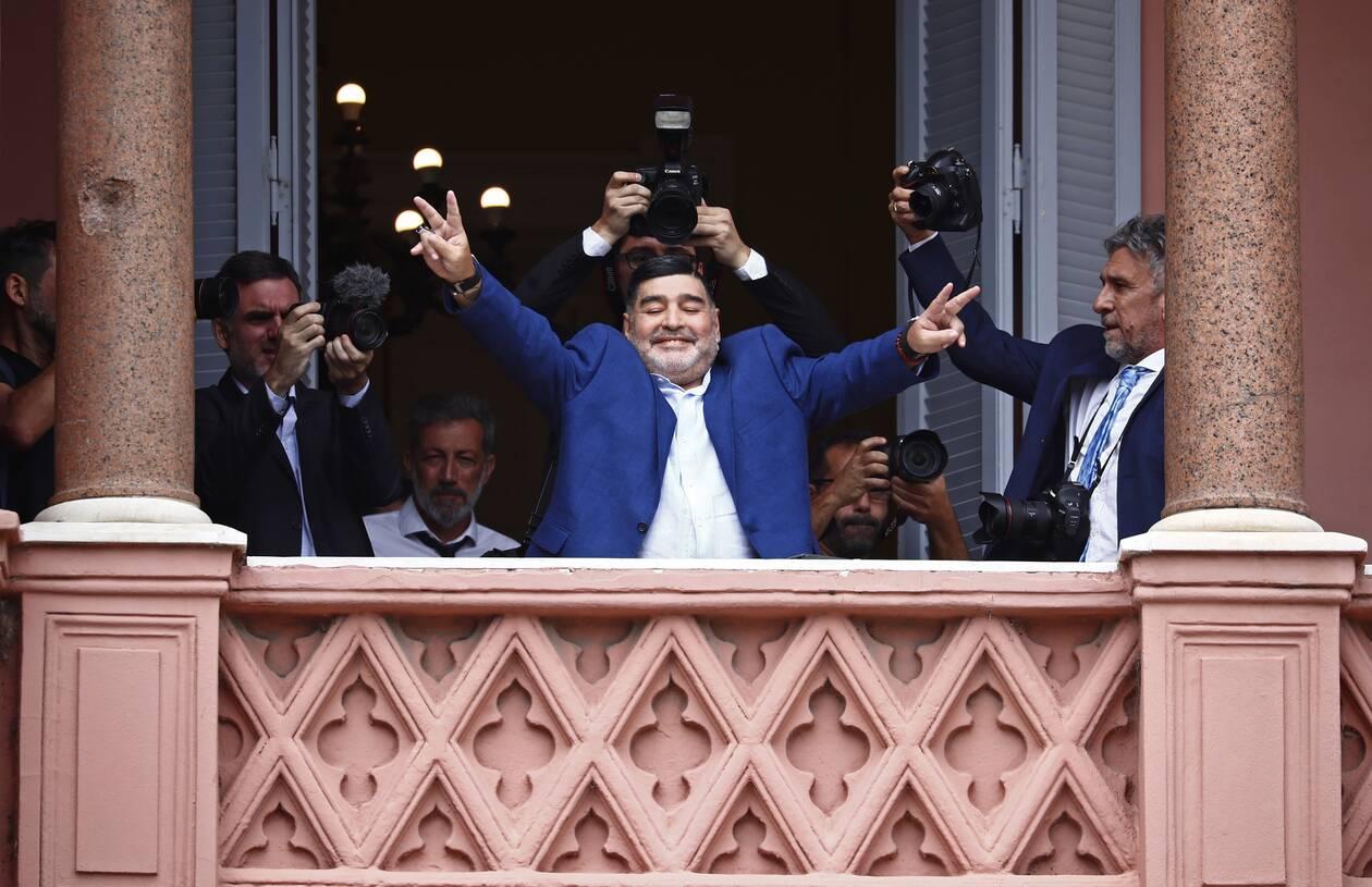 https://cdn.cnngreece.gr/media/news/2020/11/26/244402/photos/snapshot/maradona-2019.jpg