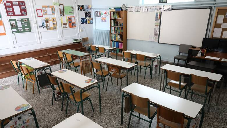 Βατόπουλος στο CNN Greece: Παρακινδυνευμένη η άρση του lockdown - «Ναι» στο άνοιγμα σχολείων