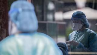 Κορωνοϊός: Νέο ρεκόρ διασωληνωμένων – Μία «ανάσα» από τα 100.000 κρούσματα