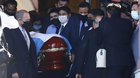 Μαραντόνα: Το τελευταίο αντίο στον «θεό» της μπάλας - Εκατοντάδες χιλιάδες στους δρόμους