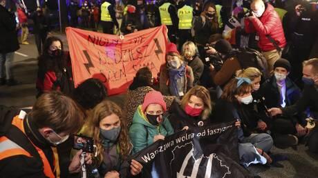 Καταδίκη της ευρωβουλής στην απαγόρευση των αμβλώσεων στην Πολωνία