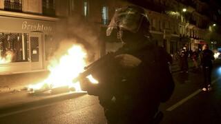Η Γαλλία θα επανεξετάσει τους περιορισμούς στην αναγνώριση αστυνομικών