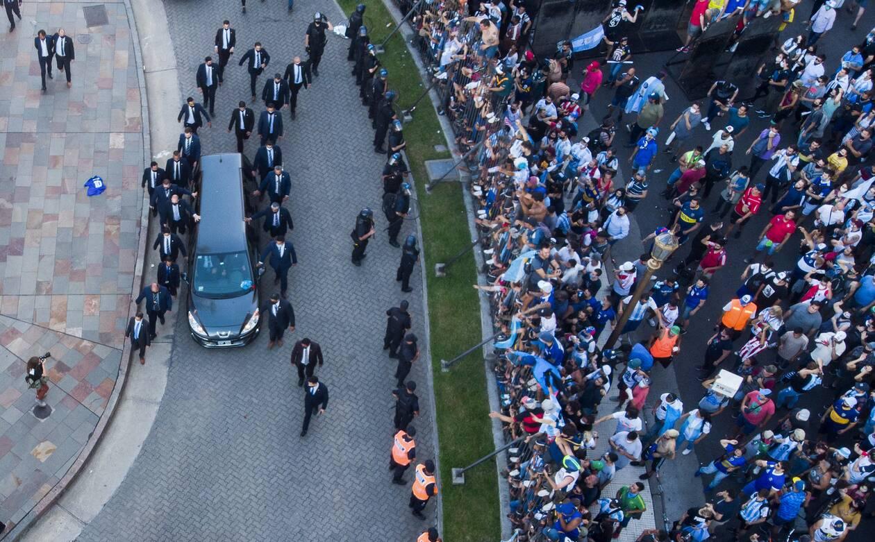 https://cdn.cnngreece.gr/media/news/2020/11/27/244521/photos/snapshot/maradona-khdeia-2.jpg