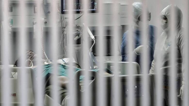 «Μόνος ο ασθενής, μόνοι και οι συγγενείς»: Συγκλονίζει η σύζυγος 57χρονου που νικήθηκε από κορωνοϊό
