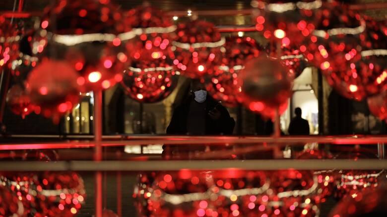 Πυρετώδεις συσκέψεις για τον οδικό χάρτη προς τα Χριστούγεννα και άρση lockdown σε... δόσεις