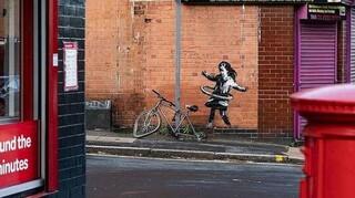 Banksy: Άγνωστοι έκλεψαν το ποδήλατο από το έργο του «το κορίτσι με το χούλα - χουπ»