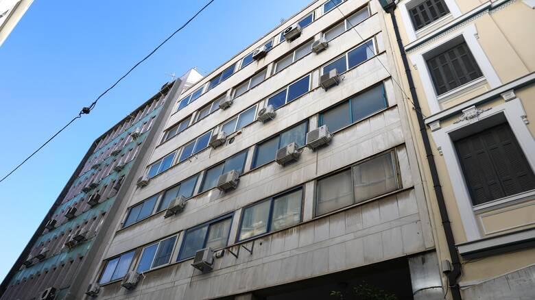 Συναγερμός στο κέντρο της Αθήνας: Άνδρας αυτοκτόνησε πέφτοντας από τον έκτο όροφο