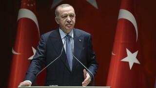 Ο Ερντογάν συνεχίζει τη συγκρουσιακή εξωτερική πολιτική παρά το ρήγμα με τη Δύση