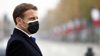 Γαλλία: Ιδιαίτερα σοκαρισμένος δηλώνει ο Μακρόν για τη βίαιη σύλληψη μαύρου πολίτη