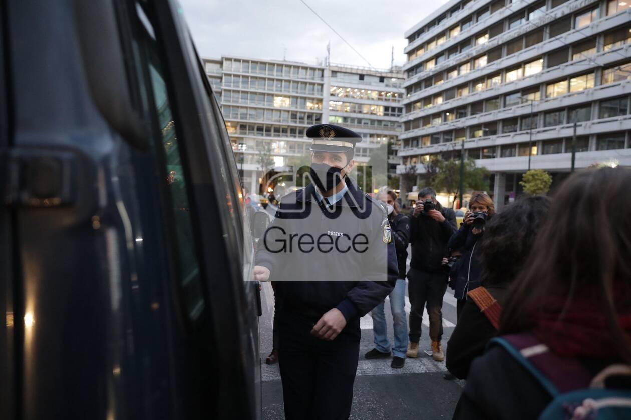 https://cdn.cnngreece.gr/media/news/2020/11/27/244622/photos/snapshot/syntagma-sygkentrosi-3.jpg