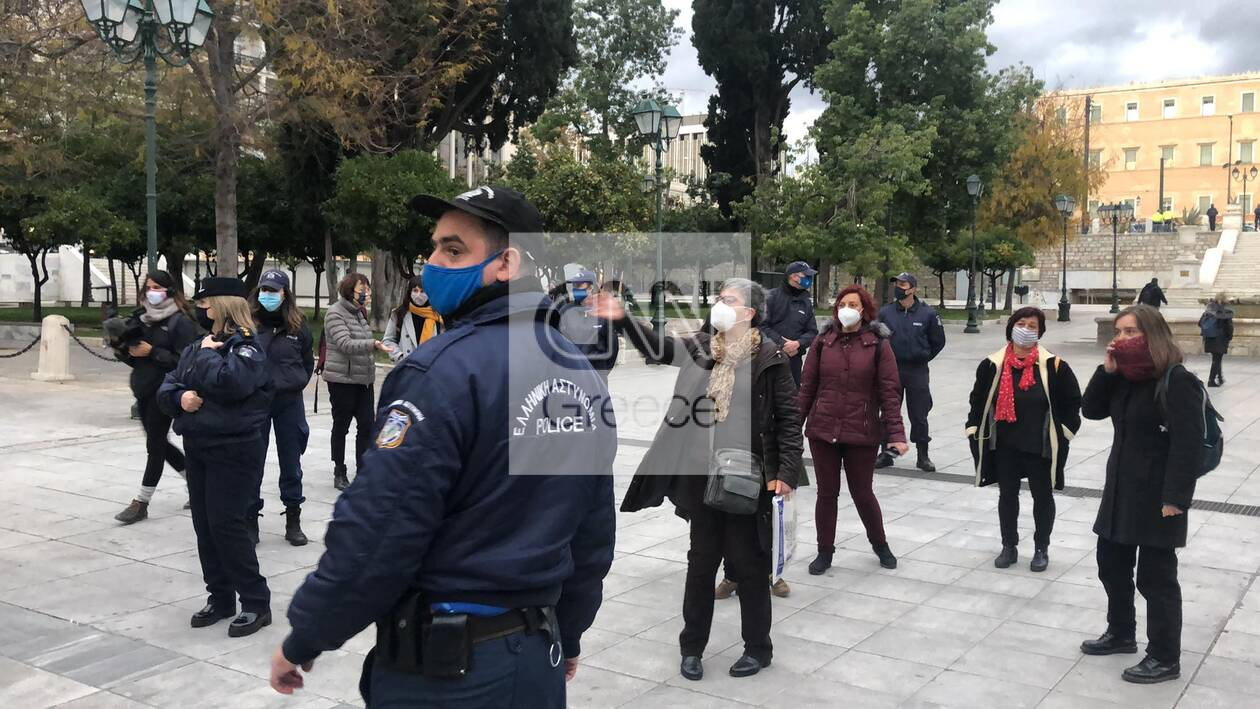 https://cdn.cnngreece.gr/media/news/2020/11/27/244622/photos/snapshot/syntagma-sygkentrosi-4.jpg