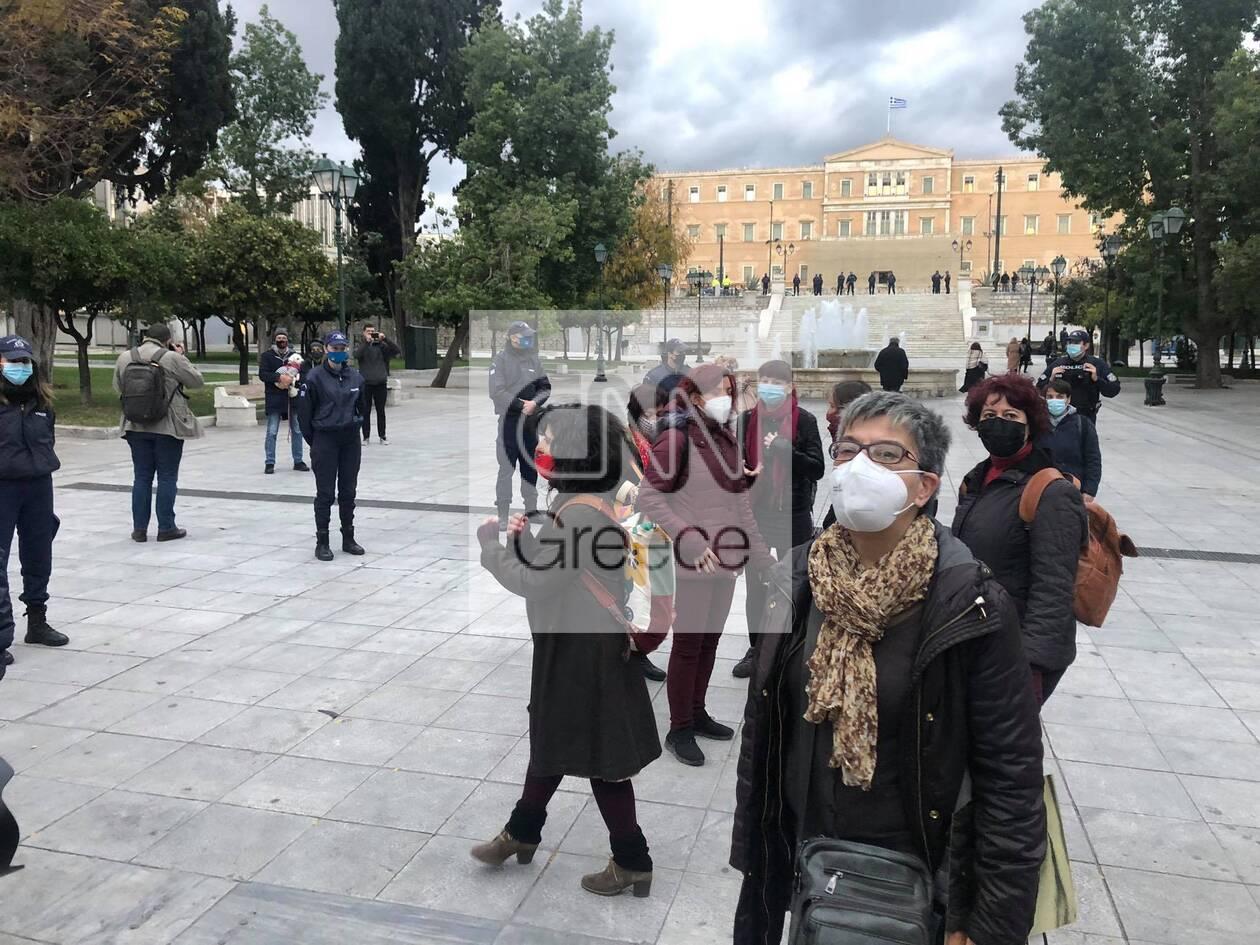 https://cdn.cnngreece.gr/media/news/2020/11/27/244622/photos/snapshot/syntagma-sygkentrosi-7.jpg