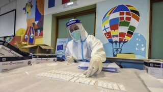 Κορωνοϊός: Στο επίκεντρο η Ευρώπη, αλλά επιβραδύνεται ο ρυθμός των μολύνσεων