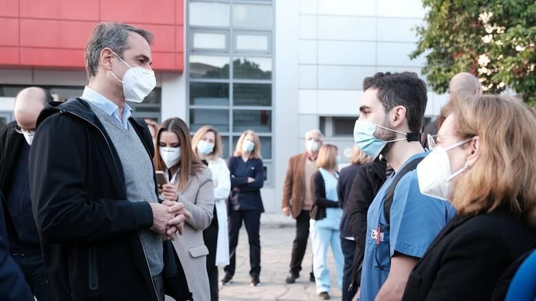 Κορωνοϊός - Μητσοτάκης στη Θεσσαλονίκη: Υπό πίεση το ΕΣΥ, αλλά θα αντέξει