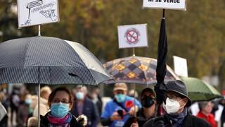 Κορωνοϊός - Ισπανία: Γατροί και νοσηλευτές διαδηλώνουν κατά των περικοπών στην Υγεία