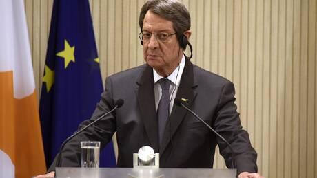 Κυπριακό: Επαφές Λουτ με Αναστασιάδη και Τατάρ