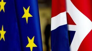 Στενεύει ο κλοιός για τη Βρετανία: Θα πετύχει μία εμπορική συμφωνία με την Ευρώπη πριν το Brexit;